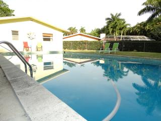 Pet-Friendly 3/3 Single Family Pool Home, Fort Myers