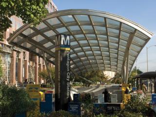 Luxury Condo 2 Metro Stops to Monuments/DC!