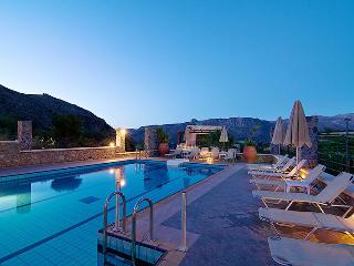 ELIA MERONAS-TRADITIONAL CRETAN HOSPITALITY IN THE HEART OF CRETE...