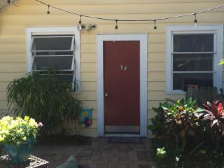 Cozy Studio in Downtown St Pete. Walk Everywhere., St. Petersburg