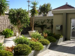 Sunny secure spacious Sea Point flat with garage