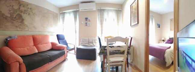 salón con sofá cama individual.