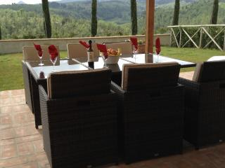 Comfortably seats 6 for al fresco dining
