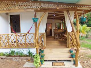 NEW! Stylish upcycled 2 bed Aptmnt 300m Beach/Town, Puerto Viejo de Talamanca