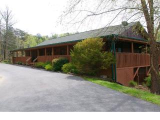 ENORMOUS GROUP LODGE DOUGLAS LAKE, SEVIERVILLE, TN, Sevierville