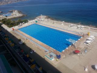 Trilocale sul mare con piscina olimpionica, Sanremo