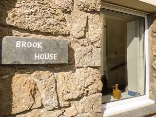 BROOK HOUSE, private beach access, sea views, pet-friendly, Sennen Cove, Ref 932664