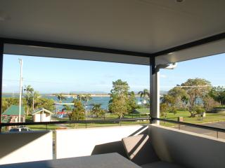 Amazing  Cooktown Harbour Views Luxury Apartment