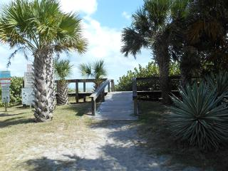 3/2 Direct Oceanfront Condo - Sleeps 7 !!!, Cocoa Beach