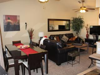 Gorg Furn 2 Bd 1.5 Bth Luxury Condo Ns Pool Hot Tub Wifi , 48' Smart Tv Sleeps 6, Apache Junction