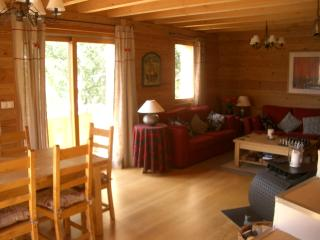 Charming 3 bedroom chalet with terrace, garden area