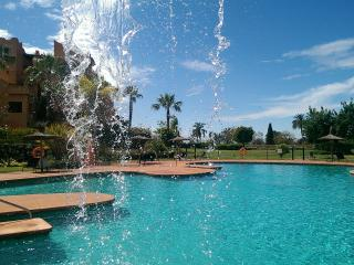 Luxury spacious 2 bed ground floor apartment. Sotoserena, Estepona, Marbella