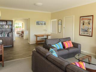 Southerly Change - bright & spacious beach house, Gerroa