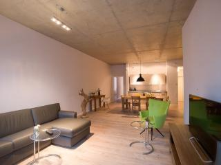 Vacation Apartment in Brandenburg an der Havel - 915 sqft, central, modern, spacious (# 9503), Brandenburg City