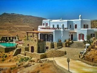 luxury villa 720m2 facing beach total privacy, Kalafatis