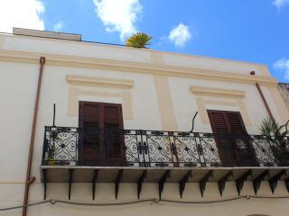 Palazzo TAORMINA casa vacanza in C/mare del Golfo, Castellammare del Golfo