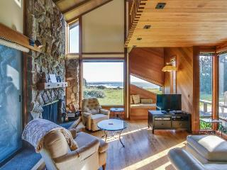 Beautiful ocean bluff retreat w/ private hot tub & sauna!, Sea Ranch