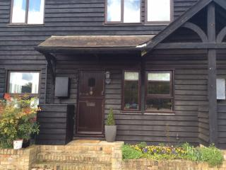 Character cottage for 4 in pretty village - weekends, holidays, short-term lets