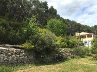 Mas du Vallon is located in a quiet and green environment in a private park 7400sqm