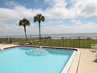 Ocean Front Ground Floor, Wifi, Beach Front Pool - Weekly Rentals Only, St. Augustine