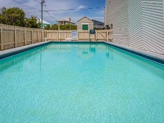 Sleeps 6! Located on the scenic 30A highway, close to beach!