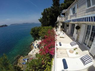 Beach villa few minutes from Dubrovik Old City, Dubrovnik