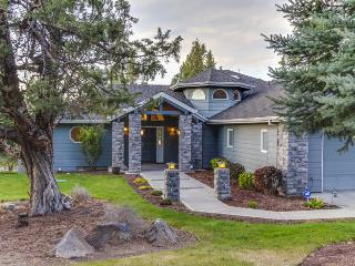 Luxurious home w/ shared pool, hot tub & entertainment - golf views!