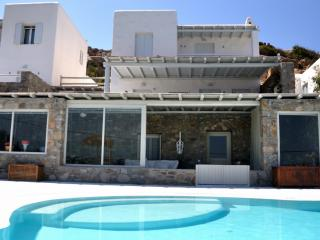 Apartment with jacuzzi and shared pool, Mykonos, Agios Ioannis Diakoftis