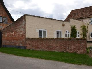 Staithe Farm Cottage (optional beekeeping course), Loddon