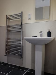 Modern bathroom in the Bakehouse, Mid Wales Holiday Lets, Self Catering Apartments in Rhayader.
