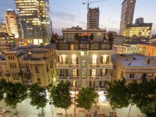 Rothschild Center - 3BR Balcony apt, Tel Aviv