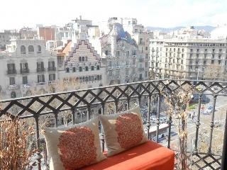 Gaudi views luxury apartment B366, Barcellona