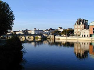 Loft apartment near river, bars, restaurants, pool, Jarnac