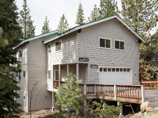 Pet-friendly chalet w/private hot tub & room for everyone!, Kings Beach