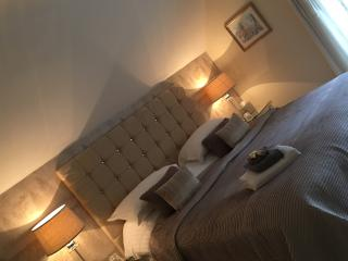 Newmarket Boutique Apts ~ Luxury  3 Bed Apartment