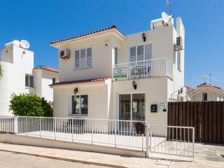 Villa Jenivia - 2 Bedroom Villa, close to beaches, free wifi.