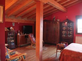 Magnífica Habitación roja, Doble con Baño Privado, Albelda de Iregua