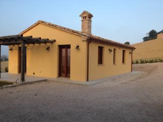 Casa Monteleone - luxury cottage with pool & views, Monteleone di Fermo