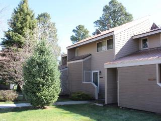 Cute, pet friendly vacation condo in Pagosa Springs, close to the golf course.