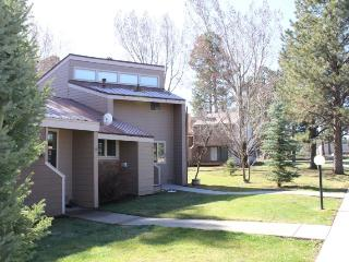 Pines 4013 is a cozy vacation condo in Pagosa Springs, close to the golf course.