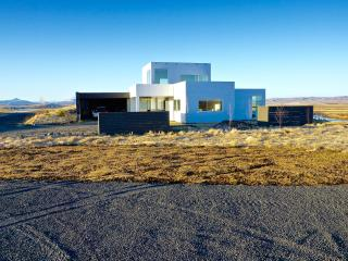 *NEW* Luxury, Modern, River View on Golden Circle, Selfoss