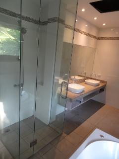 New Master En-suite May 2016