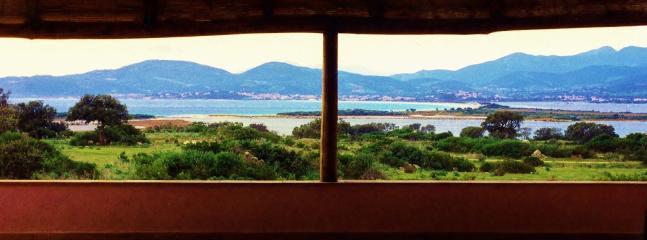 Vista dalla veranda centrale sul golfo di San Teodoro