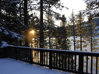 Steps away from Beautiful Donner Lake ,Truckee Ca. Great Location and Views.
