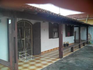 Casa grande 3 quartos no centro a 600m da praia., Rio das Ostras