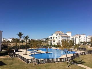 Immaculate 2 Bed, 2nd Floor Apartment, Roldán