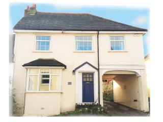 Comfortable 3 bed house- near beach, dog friendly, Charmouth