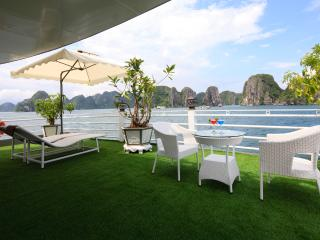 GARDEN BAY CABIN ON HALONG SILVERSEA CRUISE, Tuan Chau Island