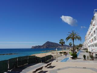 Altea en el centro y a 50m de la playa,wifi,sat tv