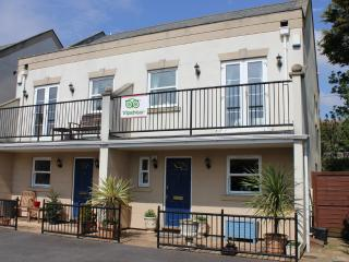 Seaside Retreat  3 beds all ensuite  Seaview & parking for 2 cars close to Beach